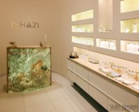 A DRHAZI szalonok pultja amilyen kicsi, olyan látványos a Slate Design Indian Autumn kőfurnérral.
